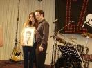 autor Filip Kudrnáč a s novou majitelkou obrazu Eliškou Singerovou